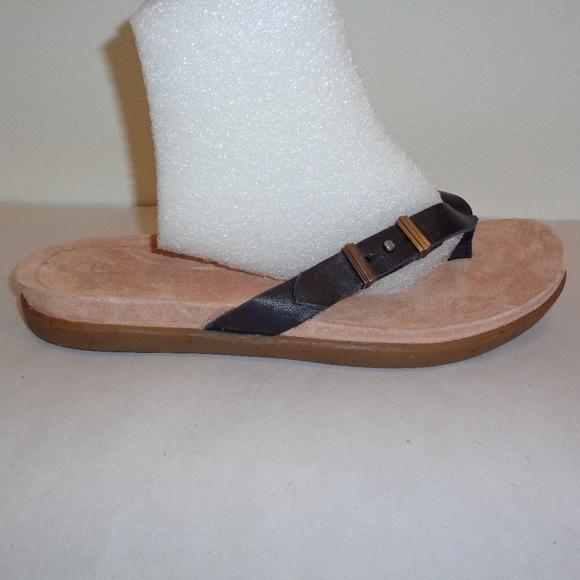 f39dec16d9e UGG Australia SELA Black Leather Thong Sandals Boutique